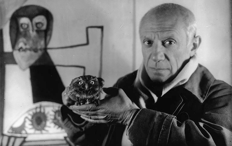 Picasso-with-the-owl_Antibes_1946_Photo-by-Michel-Sima.jpg